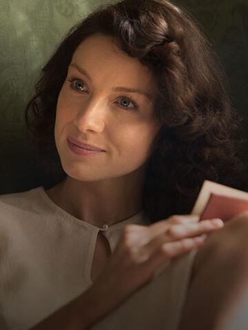 File:Outlander Cast Claire 420x560.jpg
