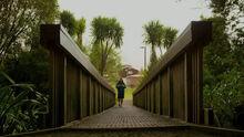 Westside 2x03 Chelsea in Swan Arch Park