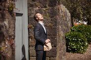 Westside 1x01 - Ted leaving prison