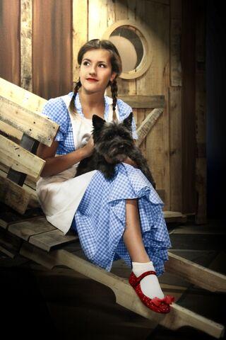File:Oz Dorothy Toto compressed.jpg