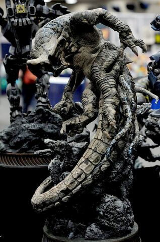 File:Sideshow colectibles pacific rim slattern statue 2.jpg