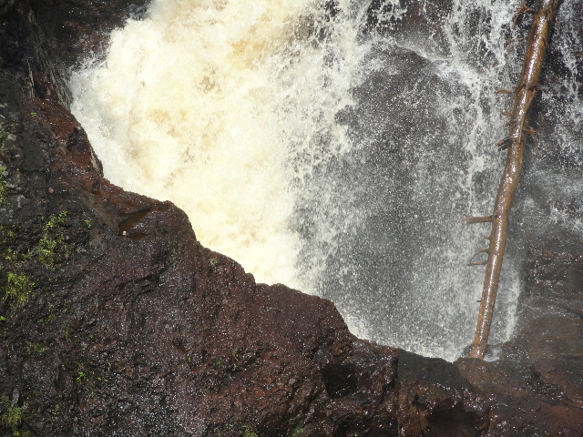 File:Devil's Kettle Falls pothole 1.jpg