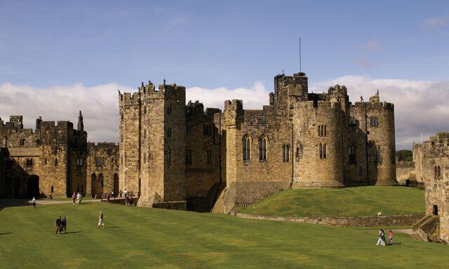 File:Alnwick Castle.jpg