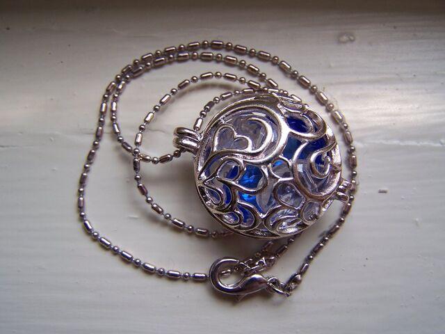 File:Necklace by nikayla45.jpg