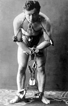 File:220px-HarryHoudini1899.jpg