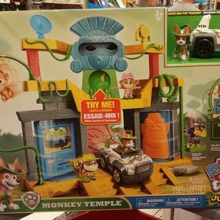 Tracker's figure and vehicle as included in the Monkey Temple playset