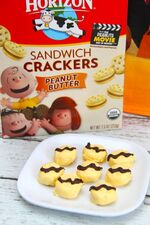 Charlie-Brown-Dipped-Peanut-Butter-Sandwich-Crackers3