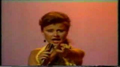 TRACY ULLMAN SINGS SUNGLASSES