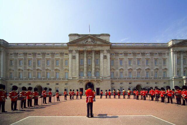 File:Buckingham Palace, London.jpg