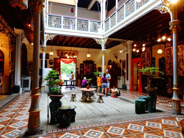 File:Pinang Peranakan Mansion courtyard, George Town, Penang.jpg