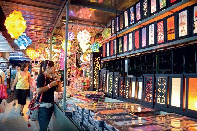 File:Batu Ferringhi night market, George Town, Penang.jpg