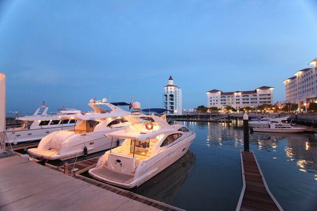 File:Straits-Quay-marina, Tanjung Tokong, George Town, Penang.jpg