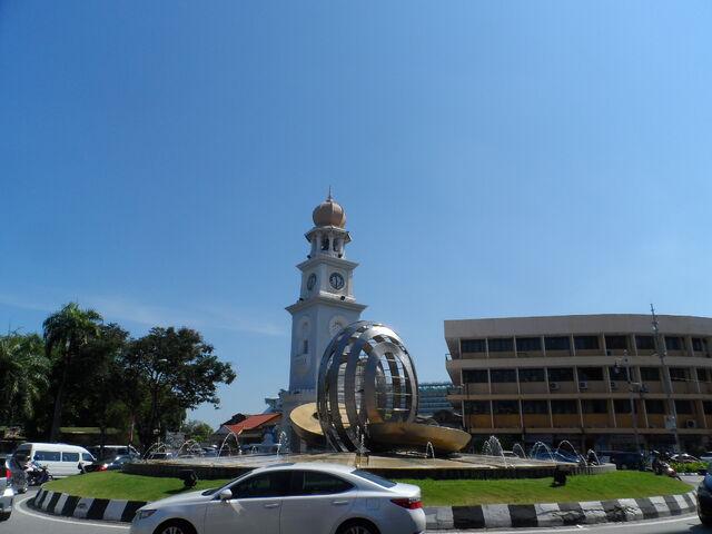 File:Light Street Roundabout & Pinang Fountain, George Town, Penang.JPG
