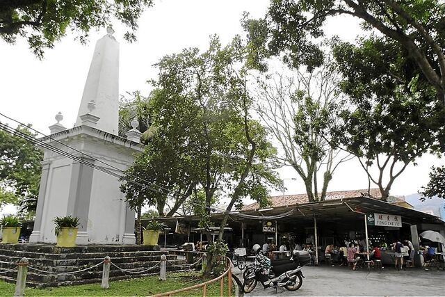 File:Brown Memorial and Food Court, Padang Brown, George Town, Penang.JPG