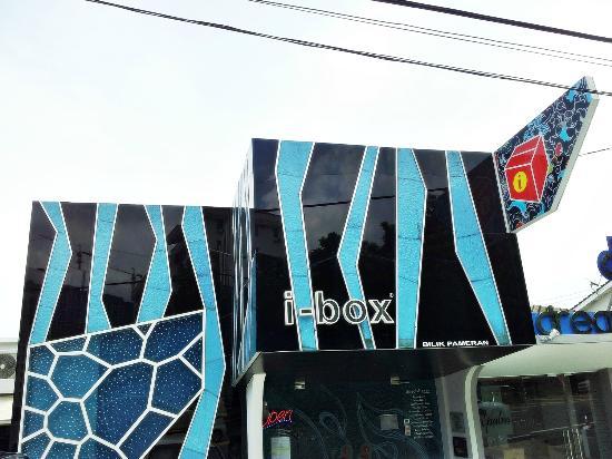File:Glass Museum, Tanjung Tokong, George Town, Penang.jpg
