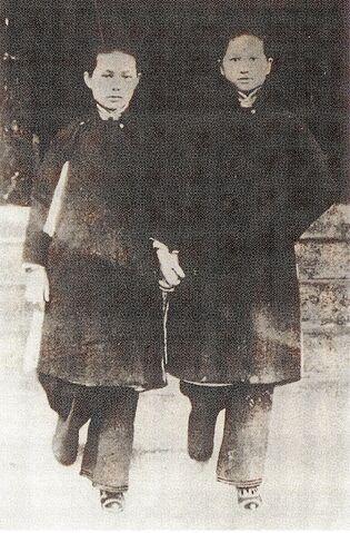 File:Sun Yat-sen's daughters.JPG
