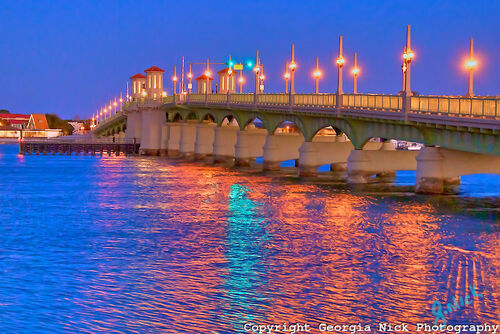 St-Augustine-Floridas-beautiful-Bridge-of-Lions-on-a-clear-winter-night