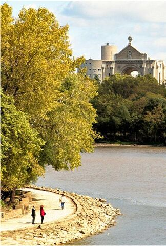 File:405px-Forks Riverwalk.jpg