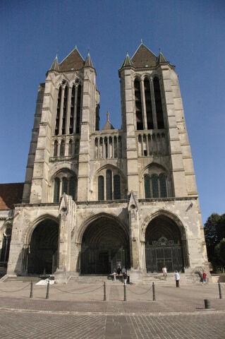 File:Cathédrale de Noyon.JPG
