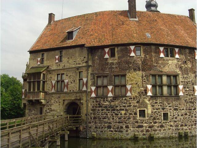 File:4177683-historic house at Ludinghausen Wesel.jpg