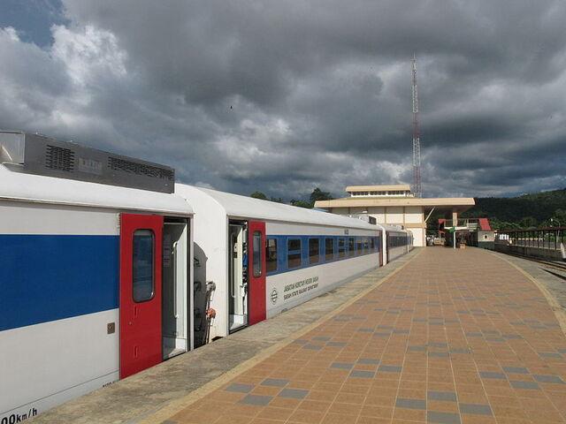 File:Rail Phaluhm Train-3.jpg