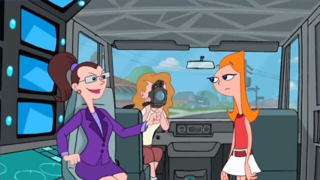 File:Lulu asks Candace to give her a bust em.jpg