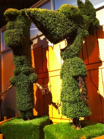 File:Phineas and Ferb topiary.jpg