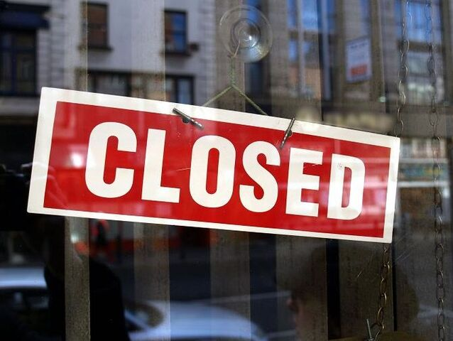 File:Closed sign in shop window.jpg