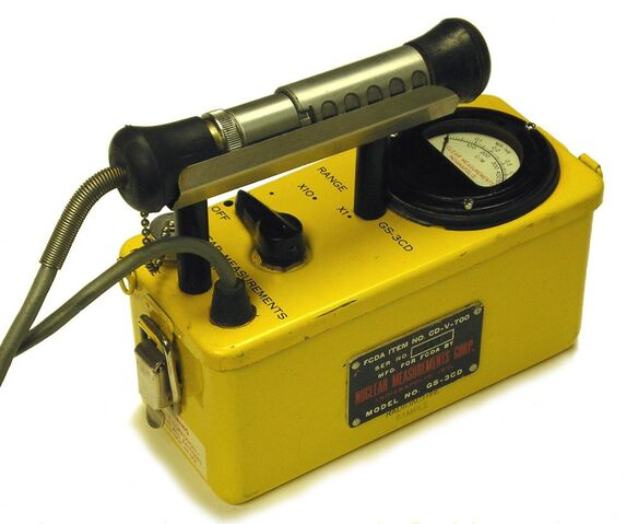 File:Cdv-700 geiger counter circa 1960.jpg