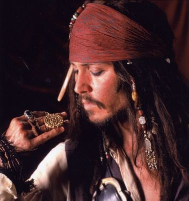 File:Captain-Jack-pirates-of-the-caribbean-26210396-376-400-1-.jpg