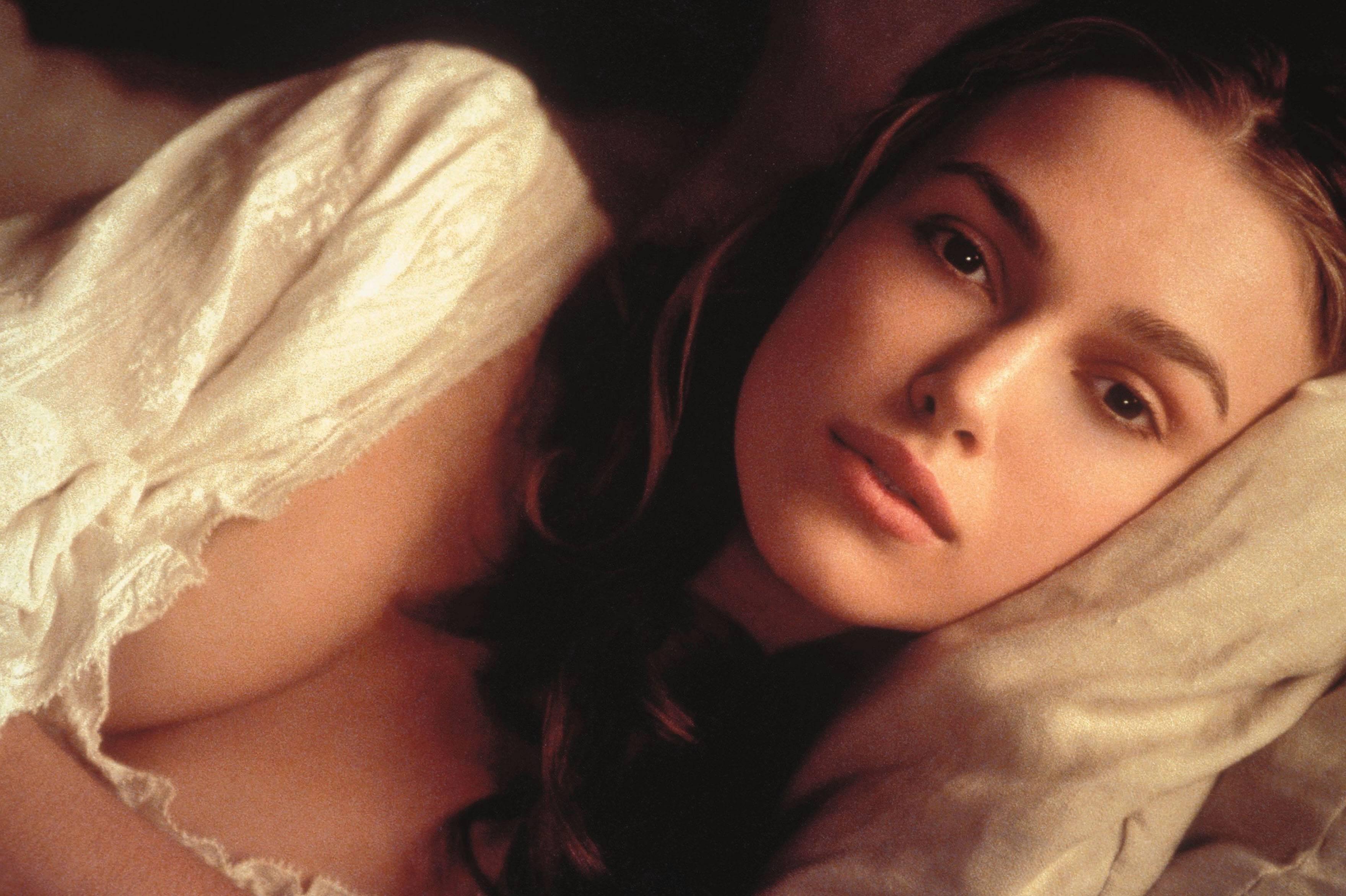 File:Elizabeth bed.jpg