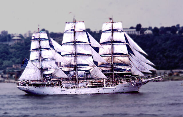 File:04 Norwgian square rigger Pde of Sail 4 July 76.jpg