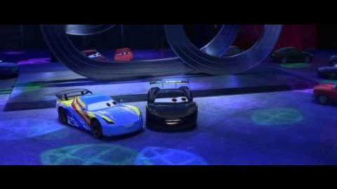 Pixar Escena Cars 2 Fernando Alonso y Lewis Hamilton conocen a Rayo McQueen