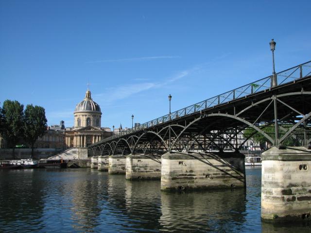 File:Pont des Arts vue depuis le quai rive droite.jpg
