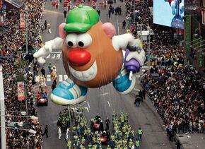 Hasbro-Mr.PotatoHead-MacysParade-2005