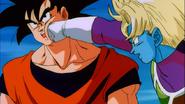 Sauzer atakuje Goku