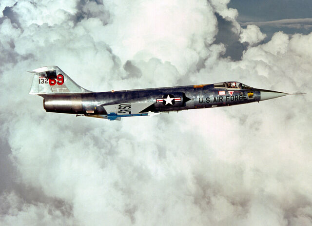 File:F-104 right side view.jpg