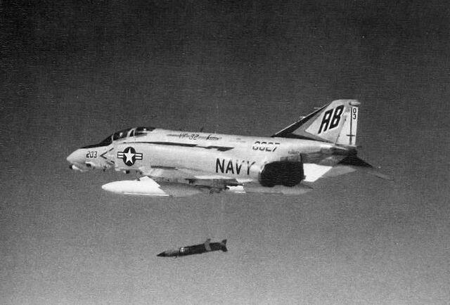 File:F-4B Phantom VF-32 1971.jpg