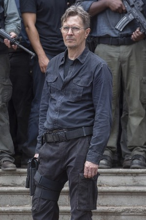 File:Movies-dawn-of-the-planet-of-the-apes-gary-oldman.jpg