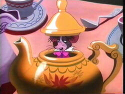 Dormouse-teapot