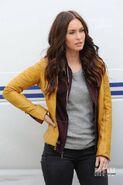Megan-fox-teenage-mutant-ninja-turtles-april-oneil-yellow-jacket-400x600
