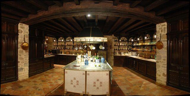 File:Castle-kitchen.jpg