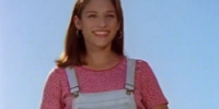Kimberly Ann Hart Oliver (Amy Jo Johnson)