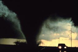 File:Tornado.jpg