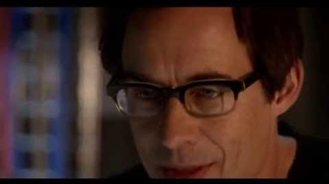 The Flash Runs Through A Wall - S01E17
