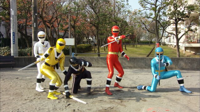 File:Gokaichangingtokakuranger44.jpg