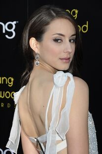 Troian-bellisario-younghollywood-j0001-004