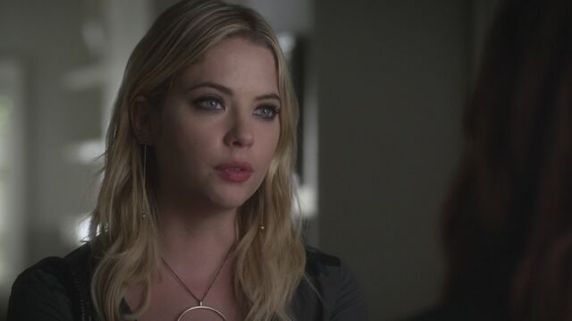 Datei:Pretty Little Liars S05E22 095.jpg