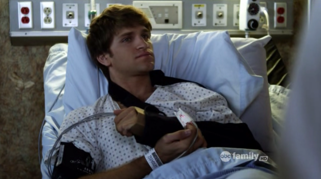 File:Keegan Allen as Toby Cavanaugh on Pretty Little Liars S02E17 2.png