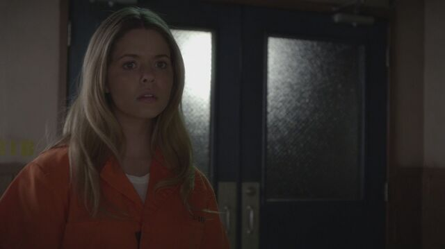 Datei:Pretty Little Liars S05E22 090.jpg